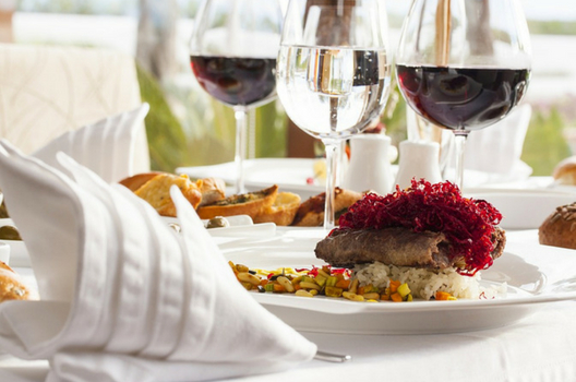 EMPHASIZE FOOD AND WINE PAIRINGS
